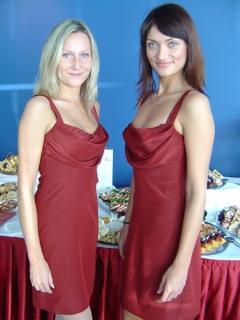 vínové koktejlové šaty